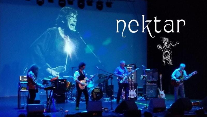 Un'immagine dei Nektar dal vivo
