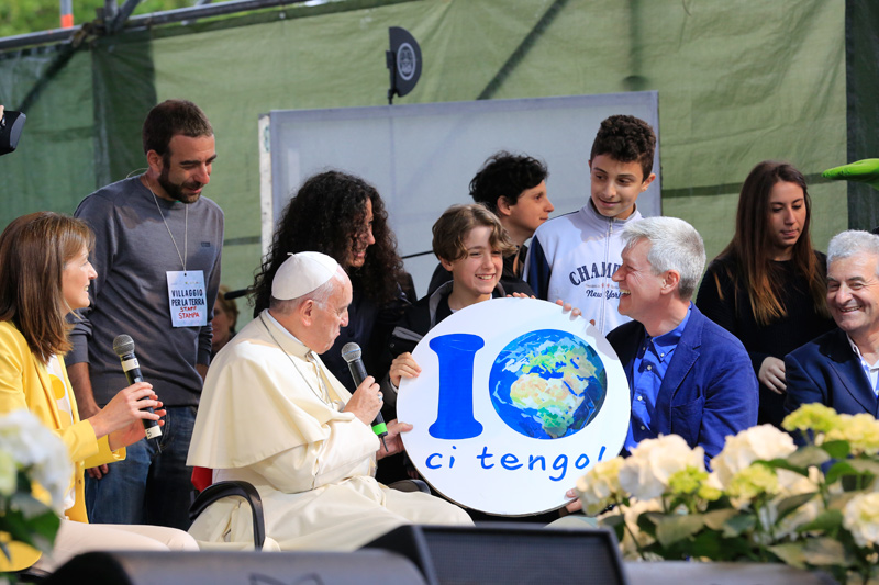 Papa Francesco al Villaggio per la Terra con Antonia Testa Donato Falmi e Pierluigi Sassi